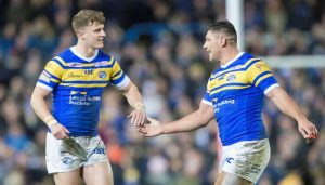 Leeds winger signs new contract