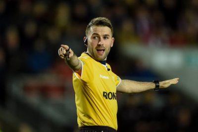 Super League referee helps amateur game
